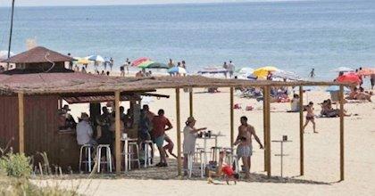 Abiertos este fin de semana el 10% de los chiringuitos de la provincia de Huelva