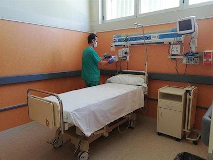 El Infanta Elena de Huelva habilita nuevos espacios de aislamiento en urgencias y mejora respiradores ante un rebrote