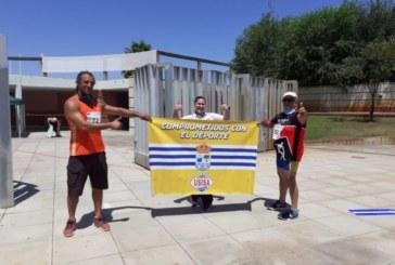 Atletas de Isla Cristina homenajean al entrenador Antonio Giménez