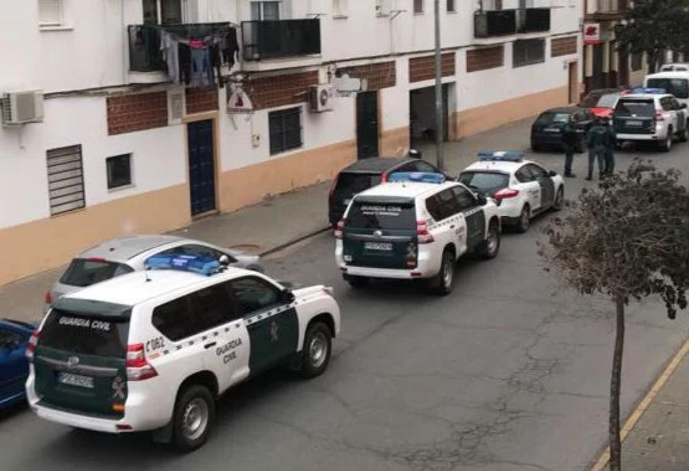 Localizan y detienen en Isla Cristina a un hombre buscado desde 2018 por apuñalar a una persona