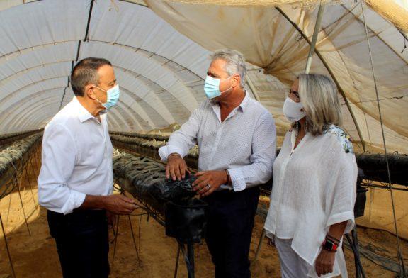 Caraballo se interesa en Cartaya e Isla Cristina por las necesidades y proyectos futuros