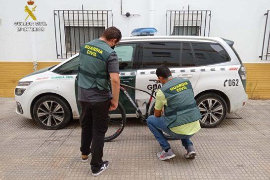 Dos detenidos en Isla Cristina, uno menor, acusados del robo de una bicicleta