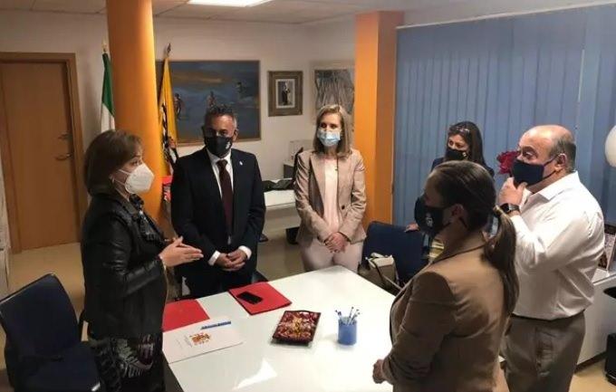 La delegada del Gobierno destaca en Isla Cristina el acuerdo con la Junta sobre el decreto de simplificación administrativa