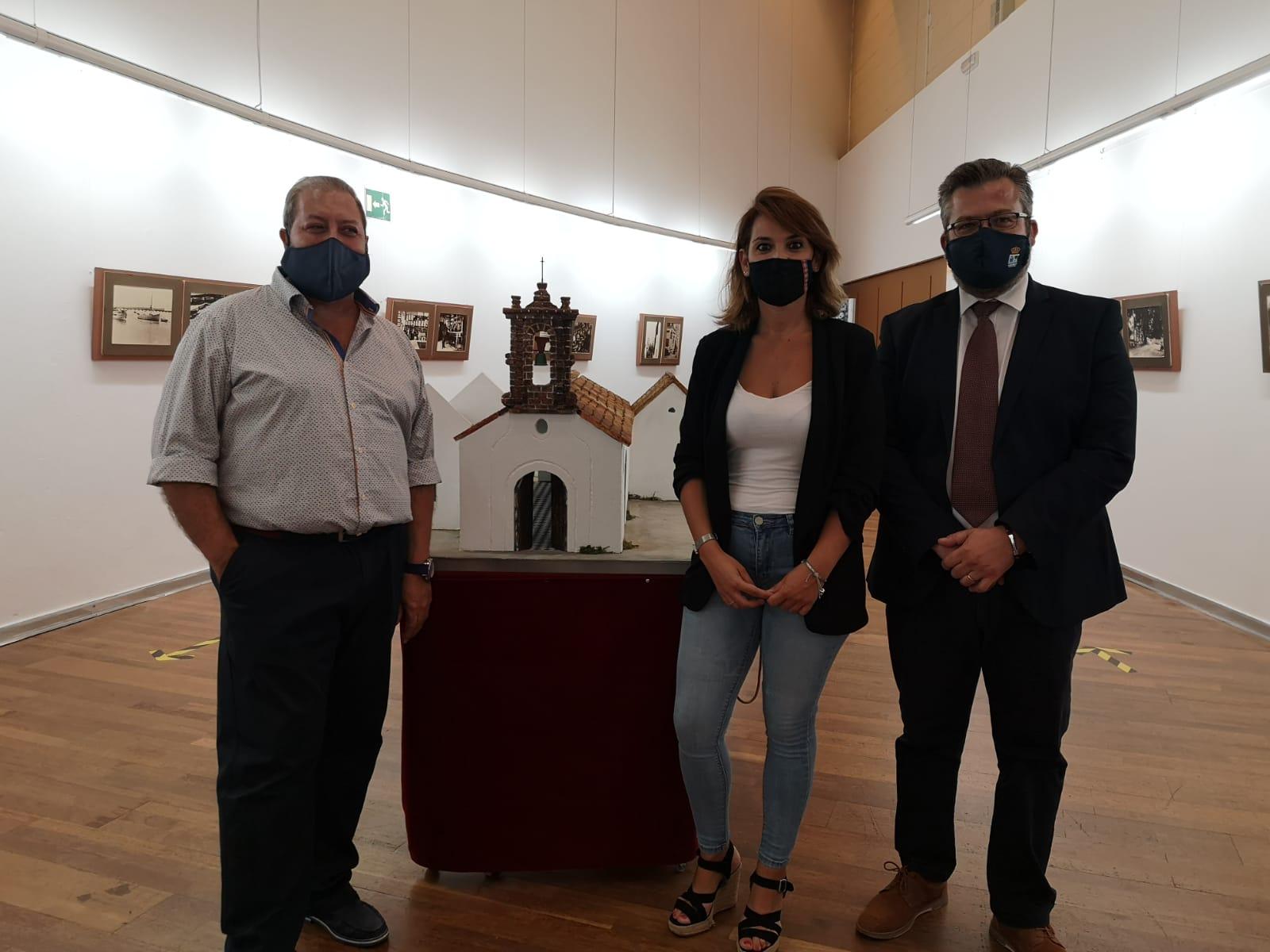 La Isla Cristina de ayer se muestra estos días en una exposición de fotografías en la Galería de Arte Charo Olías