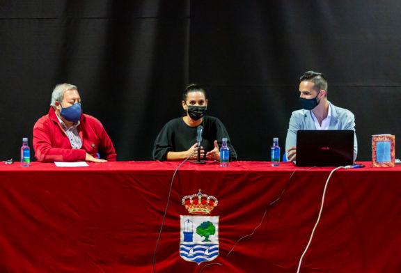 El autor onubense Juan Bustamante presenta en Isla Cristina su tercer libro