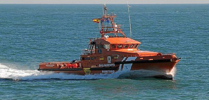 El Ayuntamiento isleño lamenta la desaparición en la mar de un joven vecino de la localidad