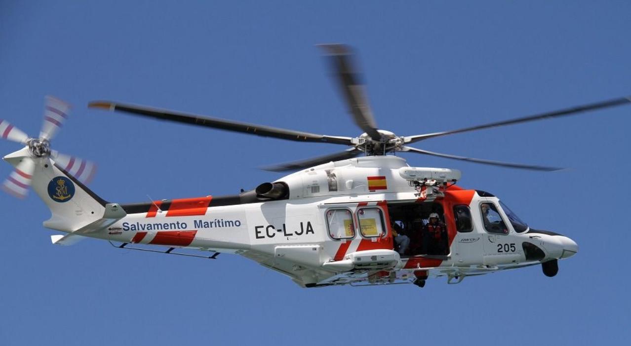 Buscan en el mar a un varón desaparecido en Isla Cristina tras salir en bote a faenar en un mejillonero