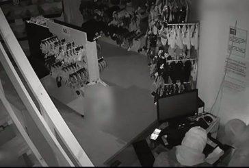 Detenidos tres presuntos miembros de una banda por el robo en establecimientos de Isla Cristina y provincia