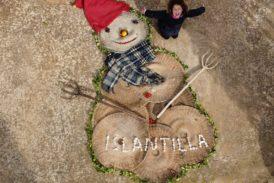 Candela, Rosa, Óscar, Regina y Jesús, Ganadores del VI Concurso de Muñecos de Nieve Tumbados al Sol en Islantilla