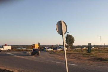 La Guardia Civil, pistola en mano, intercepta un vehículo que se había dado a la fuga en Isla Cristina