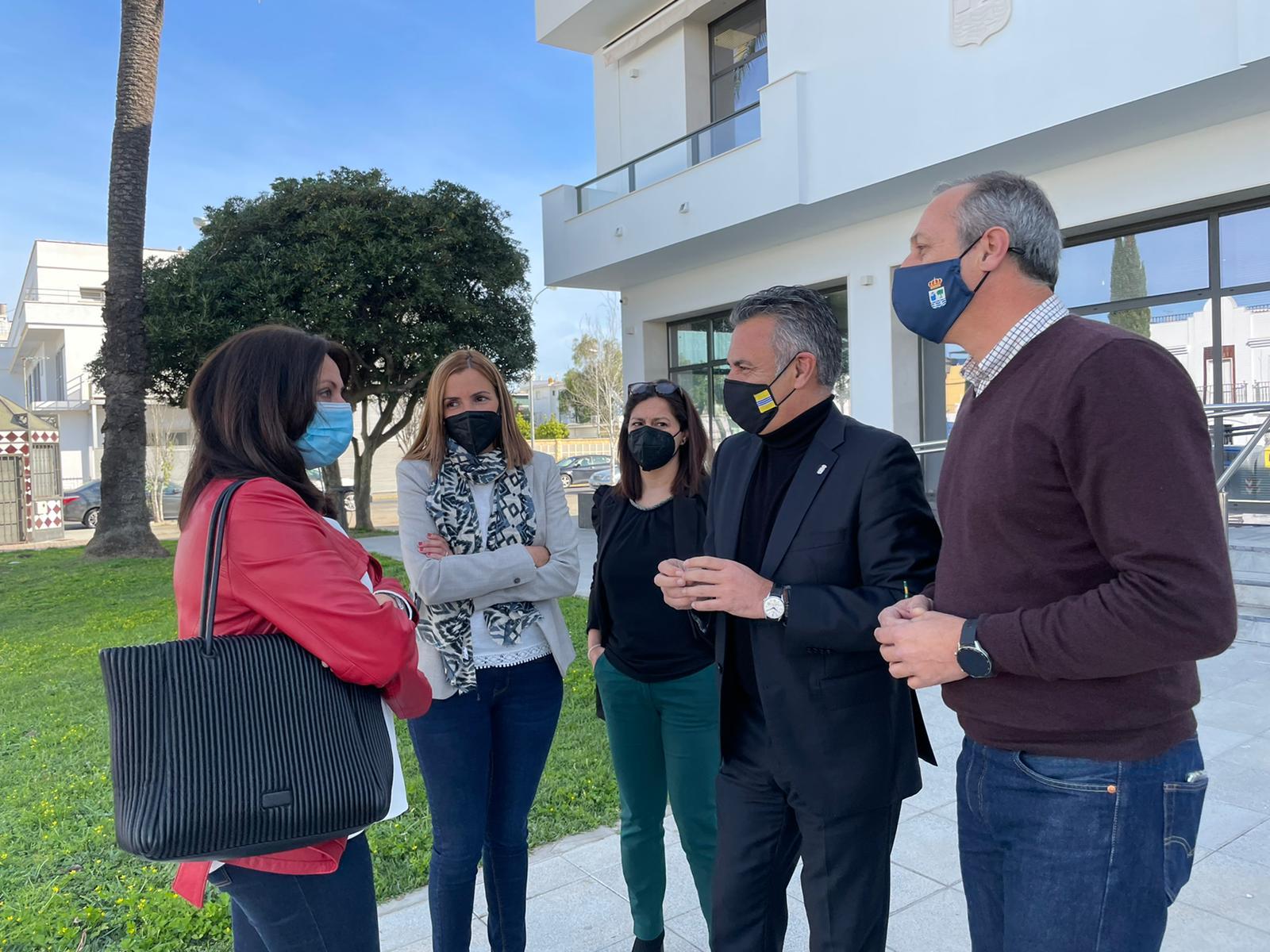 La Delegada Territorial de Educación visita Isla Cristina