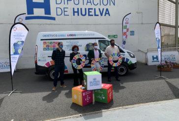Cooperación Internacional rotula una furgoneta para el proyecto Fomentando los Valores de la Solidaridad en la provincia