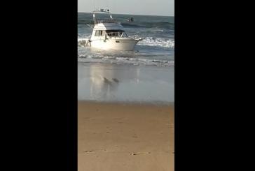 Aparece un barco varado en las Playas de Isla Cristina