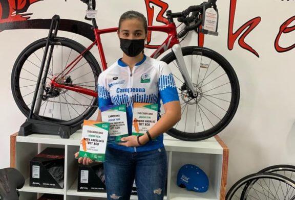 Marta Núñez brilla con luz propia en la entrega de los Premios del Ciclismo Onubense