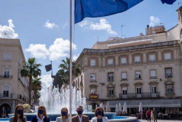 Instituciones onubenses corroboran el respaldo a la UE con el izado de la bandera europea por el Día de Europa