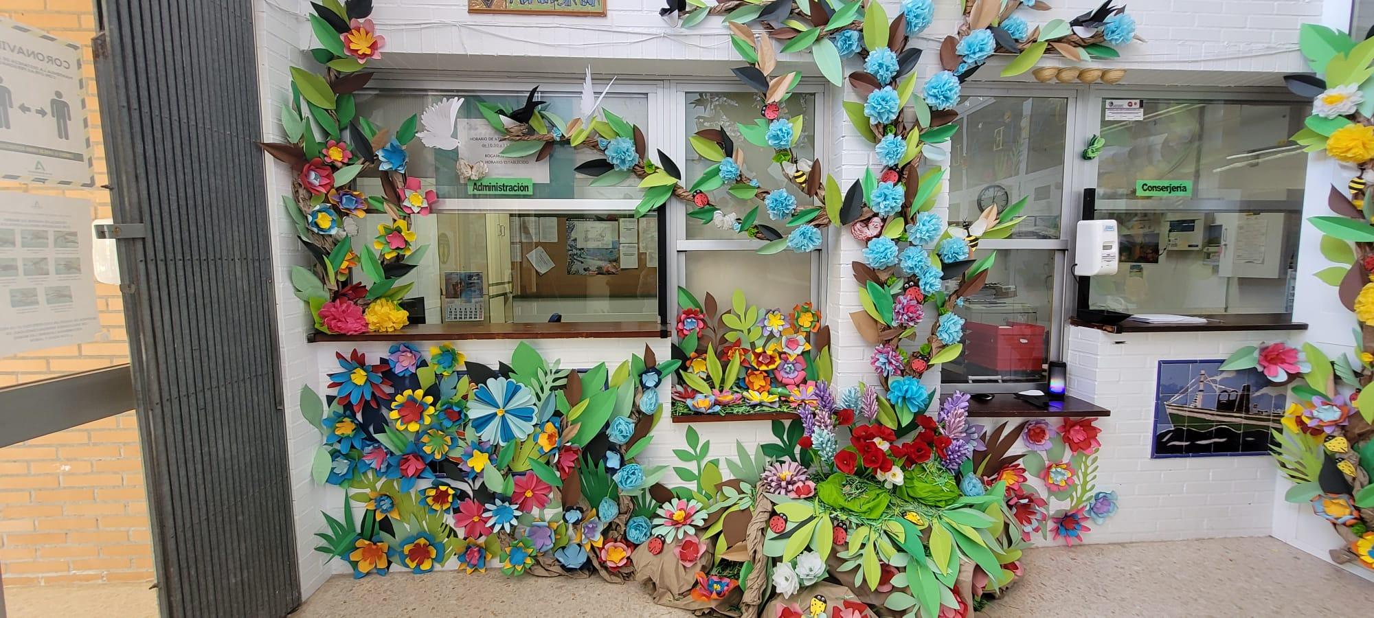 Los Centros Escolares isleños adornas sus fachadas para dar la bienvenida a la primavera