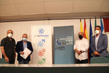 Renovación del convenio entre RTVA y el Festival Internacional de Cine bajo la Luna de Islantilla