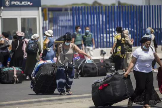 El regreso a Marruecos del contigente de temporeras en Huelva comienza este martes con la salida de 630 trabajadoras