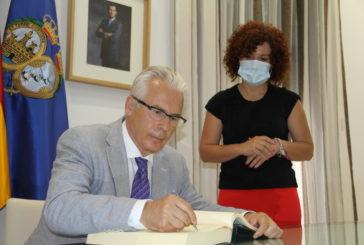 María Eugenia Limón recibe a Baltasar Garzón, quien mañana presidirá el Comisionado para la Memoria Democrática