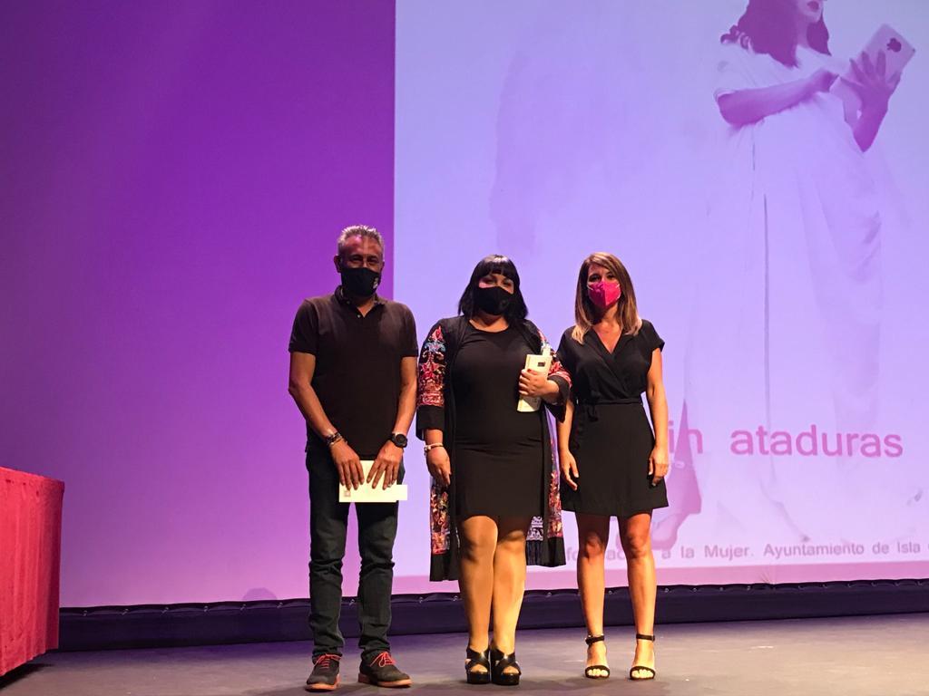 Presentado en Isla Cristina el libro #sinataduras, escrito por jóvenes de la localidad