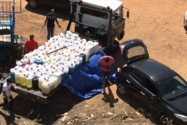 Hallan en la ría de Isla Cristina más de 100 garrafas cargadas de gasolina