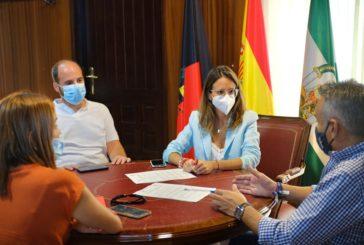 """Ayamonte e Isla Cristina firman un convenio para el mantenimiento del Ceip """"La Higuerita"""" de Pozo del Camino"""
