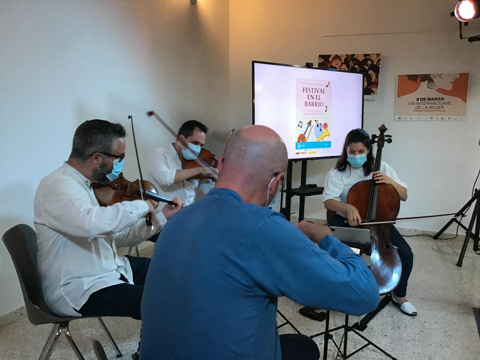 El Festival en el Barrio' lleva un año más al FMIC a la Barriada del Rocío de Isla Cristina