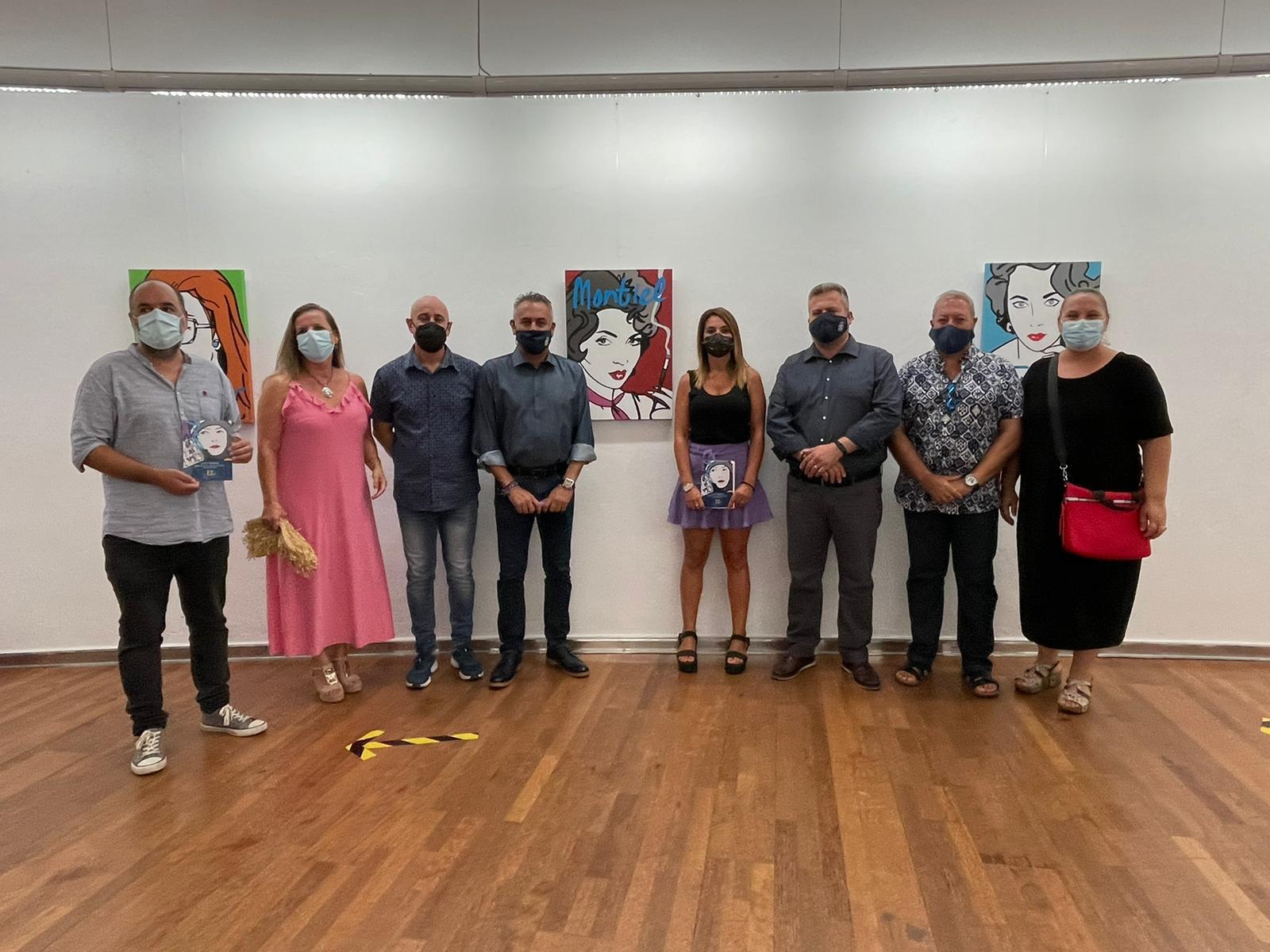 El artista Curro Tobarra expone en su pueblo, Isla Cristina