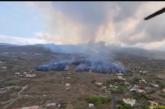Video: Así arrasa la lava del volcán de La Palma