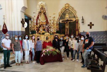 Numerosos fieles y devotos ofrendan nardos a la Patrona de Isla Cristina