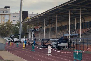 El Ayuntamiento de Isla Cristina repara la visera del Campo de Fútbol Municipal