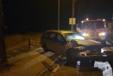 Retiran de la carretera un coche siniestrado en la Barriada Román Pérez de Isla Cristina